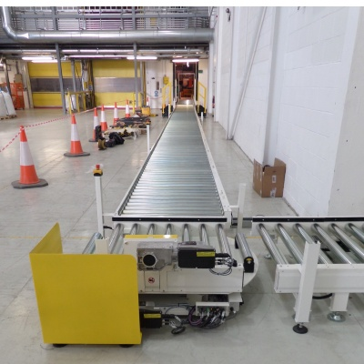 pallet handling conveyor with turntable